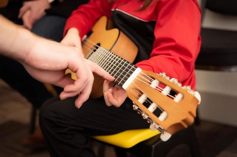 3 Tips To Help You Teach Your Child How To Play The Guitar